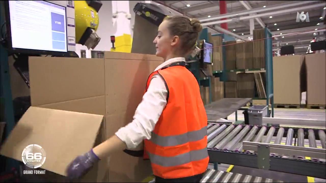 6. Capture Marion en train d'emballer un carton