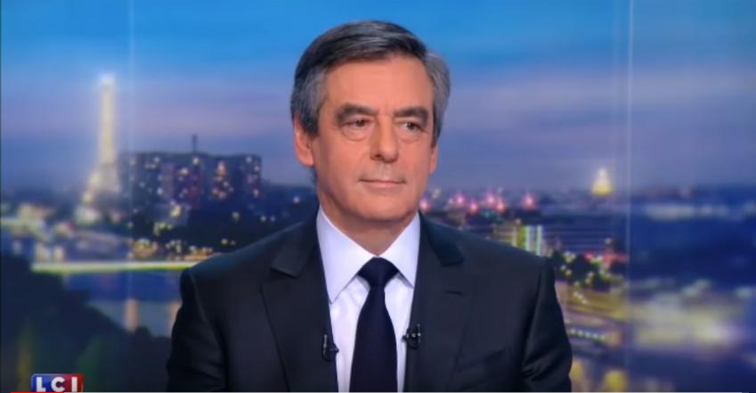 François Fillon dégaine le costard-cravate bleu sombre